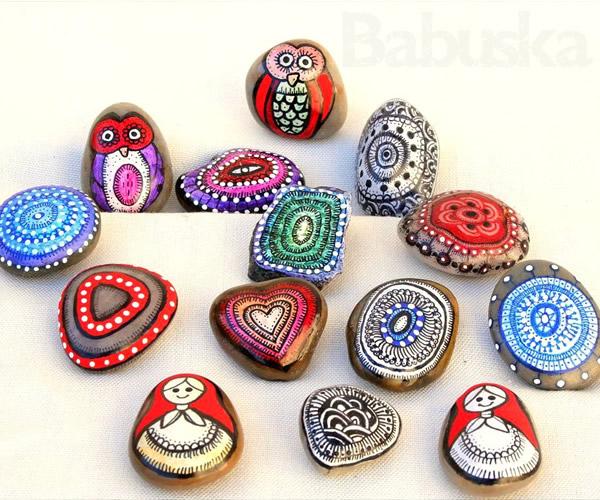 Piedras pintadas a mano Babuska